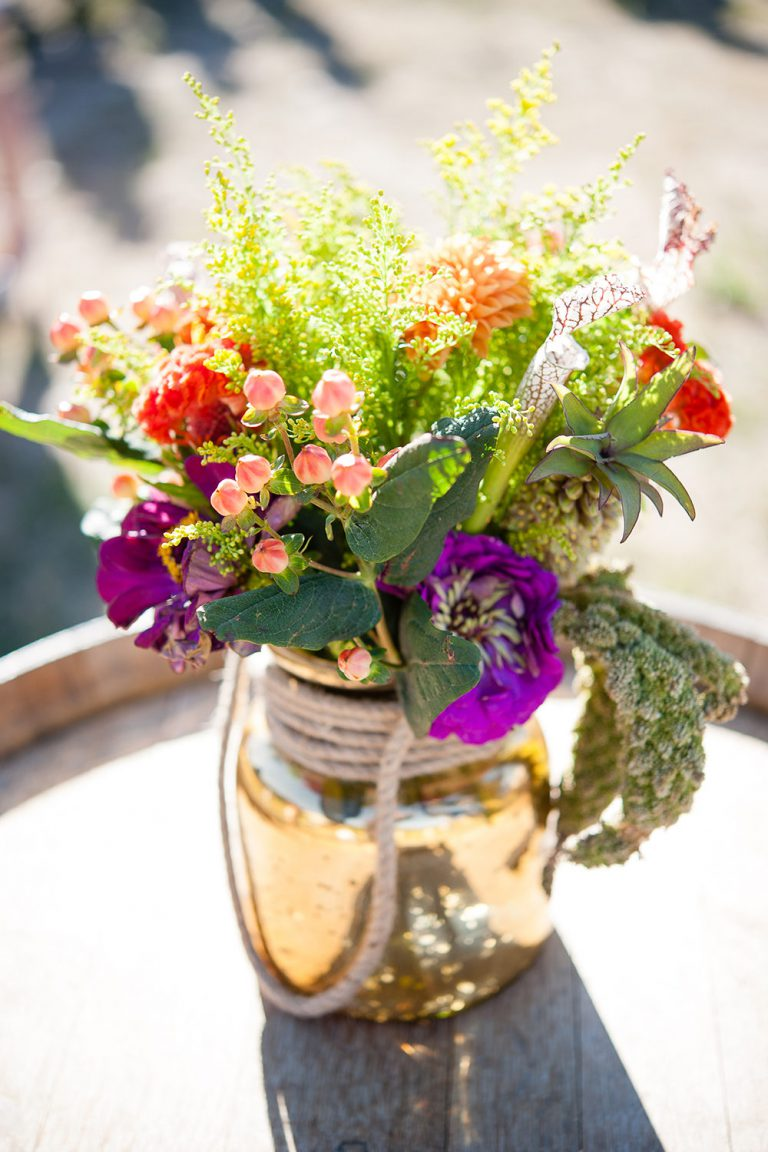 artinbloomfloral-squaw-valley-colorful-mountain-wedding-28